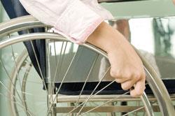 Außergewöhnliche Belastungen: Das Finanzamt darf bei behindertengerechten Umbaumaßnahmen nicht zu kleinlich sein